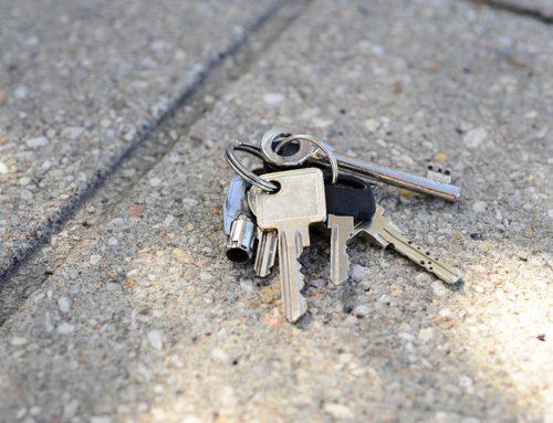 Sleutels toegangshek en gebouw